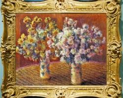 Claude Monet Due vasi con crisantemi, Vase chinezesti pictate cu buchete de fiori, tablou cu flori de gradina, tablou cu flori de toamna, tablou floral