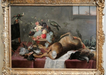 Paul de Vos, Still life with a dead roebuck, fowl and a basket of fruit, tablou natura moarta, tablou natura statica, tablou vanatoresc cu caprioara papagali si fructe