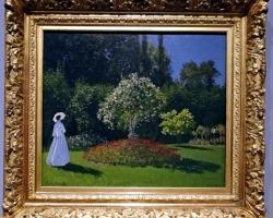 Peisaj de vara celebru, femeie in gradina, pictor Claude Monet, stil impresion