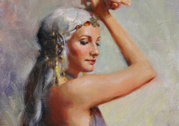 Portret de femeie cu bijuterii in plete platinate. Portrete figurative. Portret