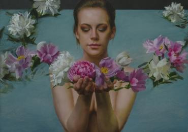 Portret de femeie cu flori de bujori. Portrete figurative. Portret la comanda.