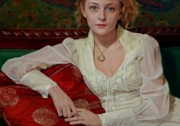 Portret de femeie cu rohie alba. Portrete figurative. Portret la comanda.  Portret