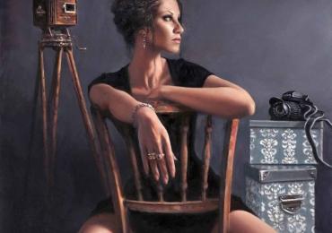 Portret de femeie fotograf. Portrete figurative. Portret la comanda.  Portret pictat