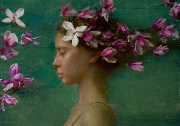 Portret de femeie printre flori de orhidee. Portret la comanda.