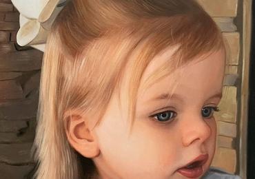 Portret de fetita cu funfa alba, portrete cu copii, portret pictat la comanda, portrete bust, portret dupa fotografie, portret de copil dupa poza