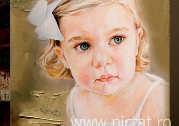 Portret de fetita cu parul blond, portret la comanda pictat manual in ulei pe panza