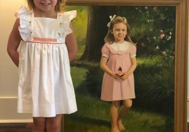 Portret de fetita cu rochita roz. Portrete copii. Manopera pictura manuala in ulei