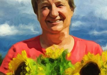 Portrete la comanda pictate in tempera si tus, tehnica media mix, portret de mama, portret de femeie cu buchet de floarea soarelui