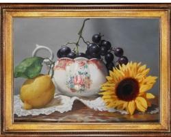 Tablou cu lamaie, floarea soarelui si struguri in vas de portrelan, natura moarta, tablou pictat ma